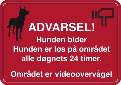 Advarsel! Hunden bider hunden er løs på området alle døgnets 24 timer Området er videoovervåget. Hundeskilt