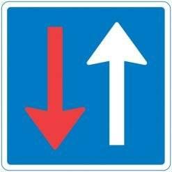 B19 Vigepligtstavle. Trafikskilt