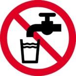 Drik ikke vandet. Forbudsskilt