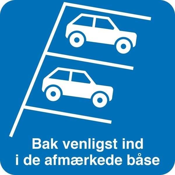 Bak venligst ind i de afmærkede båse. Parkeringsskilt