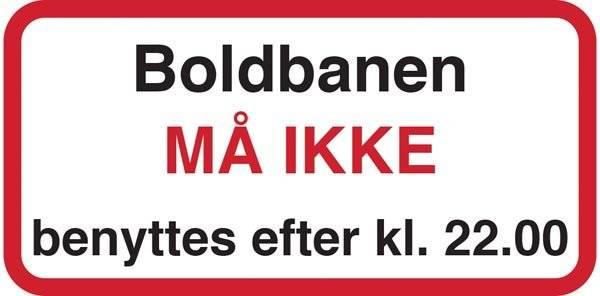Boldbanen MÅ IKKE benyttes efter kl. 22.00. Affaldsskilt