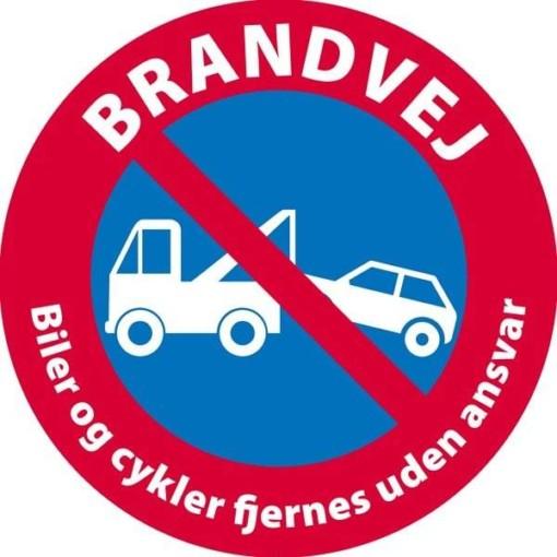 Brandvej Biler og cykler fjernes uden ansvar skilt