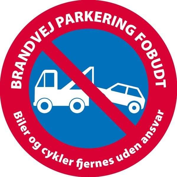 Brandvej parkering forbudt Biler og cykler fjernes uden ansvar skilt