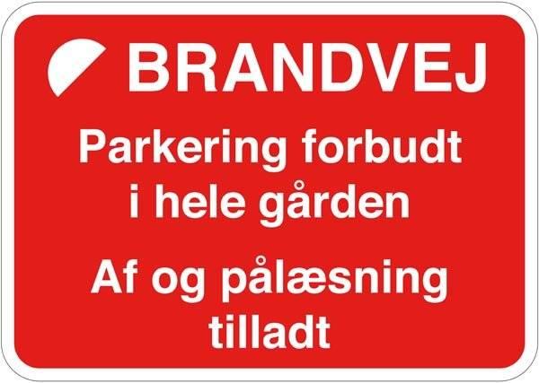 Brandvej. Parkering forbudt i hele gården