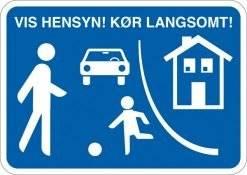 By trafik vis hensyn! Kør langsomt. Skilt