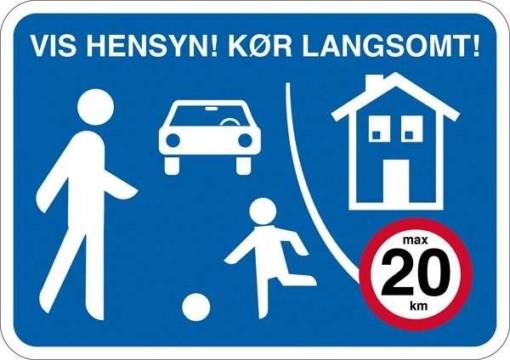 By trafik vis hensyn! Kør langsomt max 20 km. Skilt