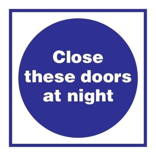 Close These Doors At Night Påbudsskilt