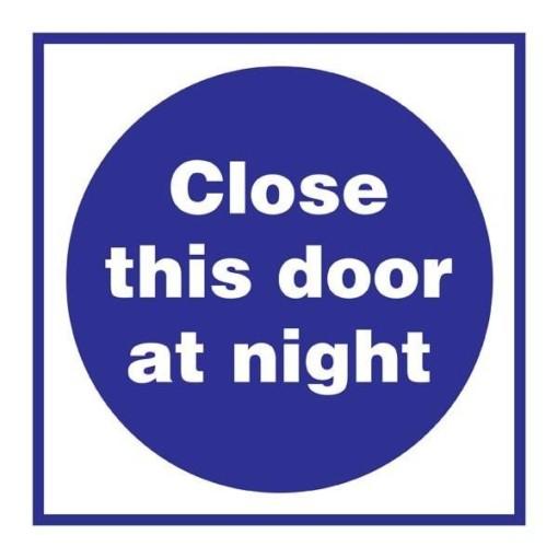 Close This Door At Night Påbudsskilt