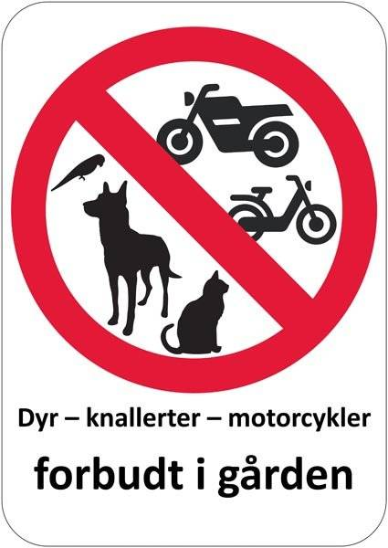 Dyr knallerter motorcykler forbudt i gården. Forbudsskilt