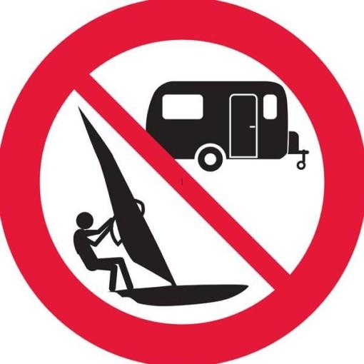 Surfing Camping forbudsskilt