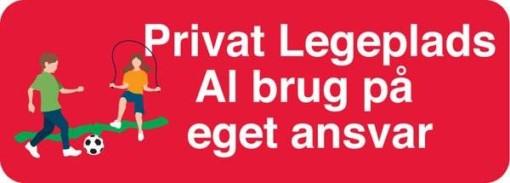 Privat Legeplads al brug på eget ansvar. Skilt