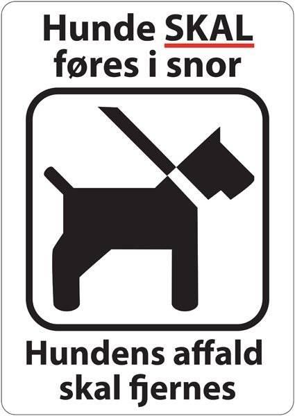 Hunde skal føres i snor hundens affald skal fjernes. Hundeskilt