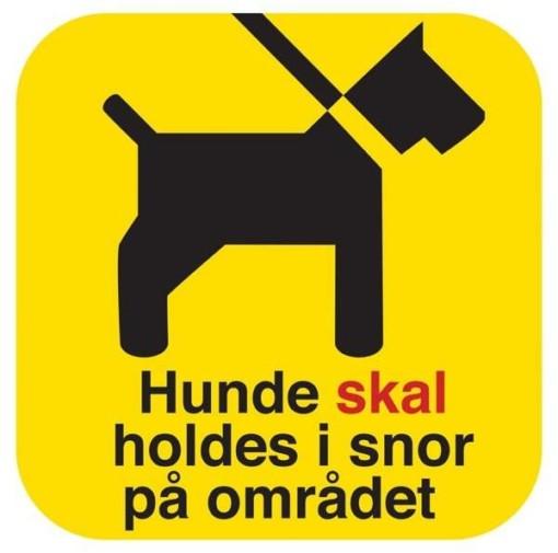 Hunde skal holdes i snor på området. Hundeskilt