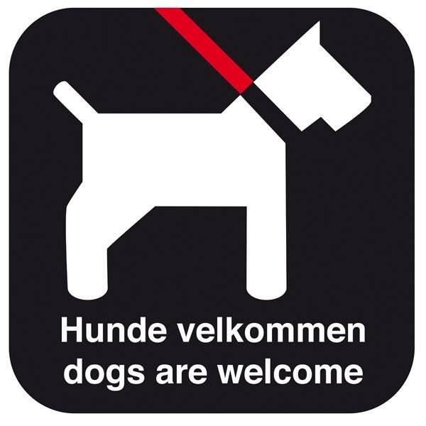 Hunde velkommen - dogs are welcome. Hundeskilt