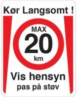 Kør Langsomt vis hensyn pas på støv . Fartdæmpendeskilt