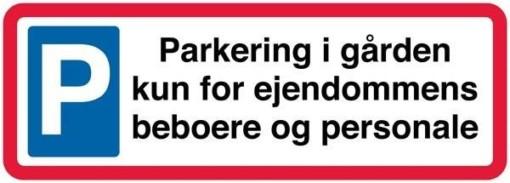 Parkering i gården kun for ejendommens  beboere og personale. Parkeringsskilt