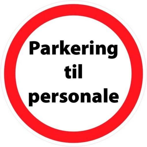 Parkering til personale. P skilt