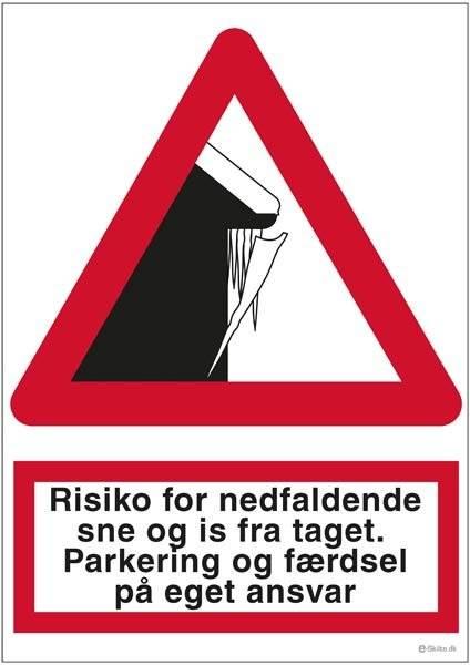 Risiko for nedfaldende sne og is fra taget.  Parkering og færdsel på eget ansvar. Advarselsskilt