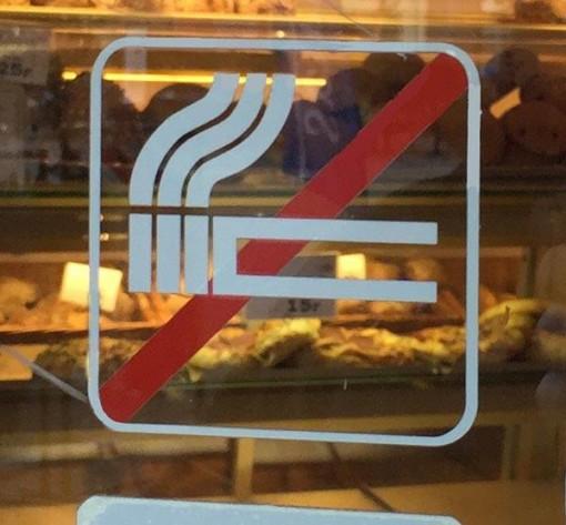 Rygning forbudt piktogram skåret. Ryge forbudsskilt