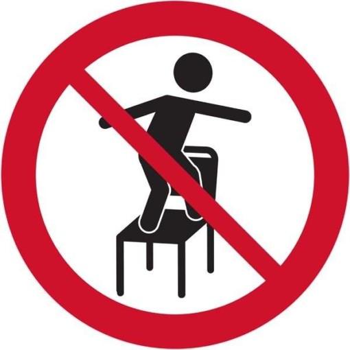 Stå på stole forbudt. Skilt