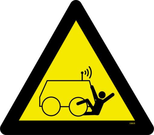 Pas på fjernstyret maskiner. Advarselsskilt