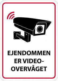 Ejendommen er videoovervåget skilt
