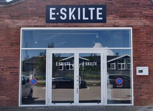 E-Skilte, Facade