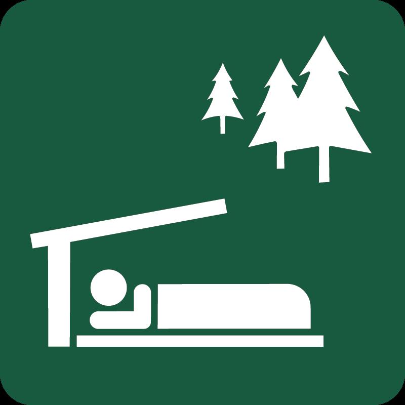 Primitiv overnatningsplads med shelter Naturstyrelsens skilt